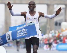 Kipchoge fa il record del mondo nella maratona. Ricchi premi per il keniano