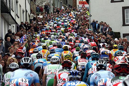Ciclismo, rinviate le Classiche del Nord