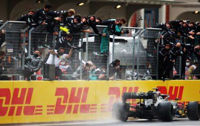 F1, Hamilton vince il Campionato Mondiale 2020 ed eguaglia Schumacher
